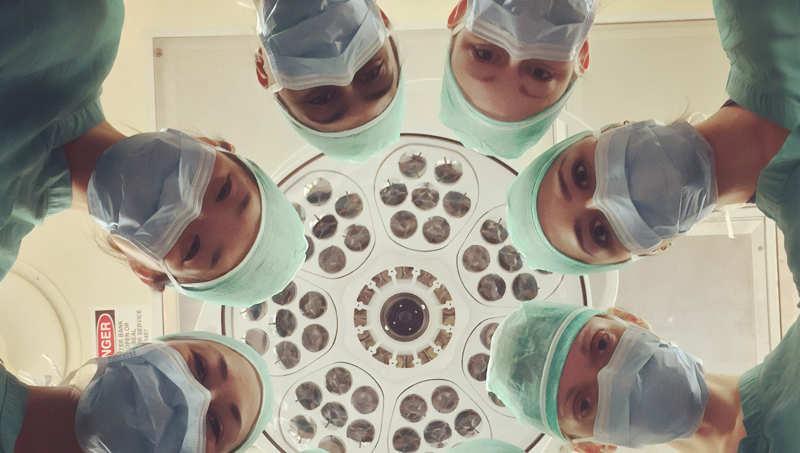I medici ricorrono alla chirurgia per scoprire il glande